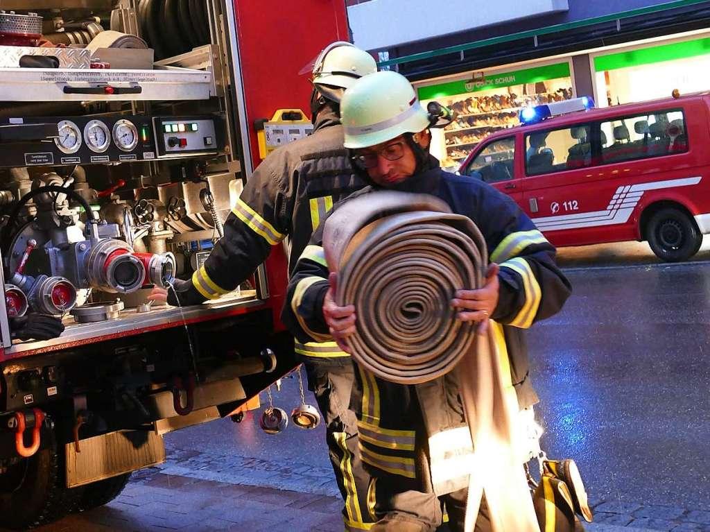 Fotos Feuerwehrgroßübung Sparkassengebäude Bonndorf 2019 - Bonndorf - Fotogalerien - Badische Zeitung