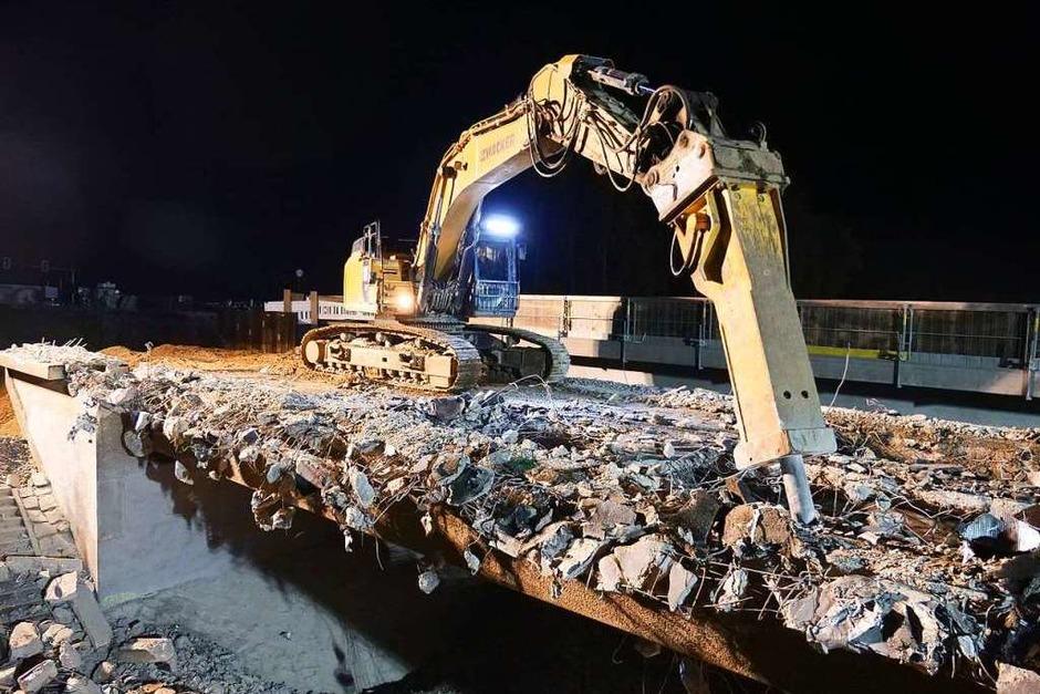 Beim Brückenabriss mussten 1500 Tonnen Stahlbeton in transportable Stücke zerlegt werden. (Foto: Patrick Kerber)