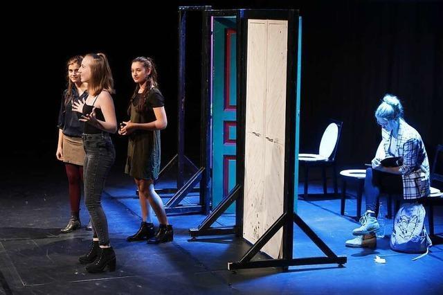 Nach dem Stück Maschenwerk.com wird in Neuried über Chancengleichheit diskutiert