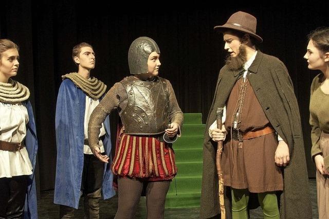 Schüler des Faust-Gymnasiums führen Mantel-und-Degen-Komödie
