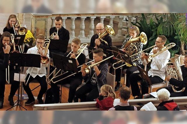 Posaunenchor musiziert in Dinglingen