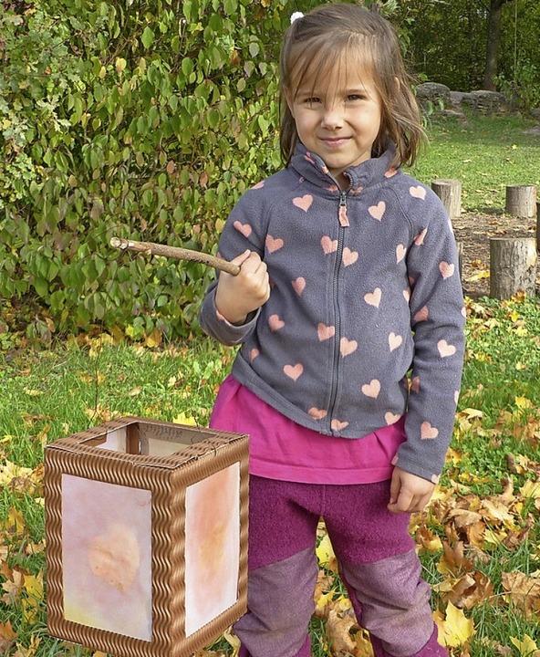 Mit Herbstlaub Und In Farbe Getauchten Murmeln Glottertal