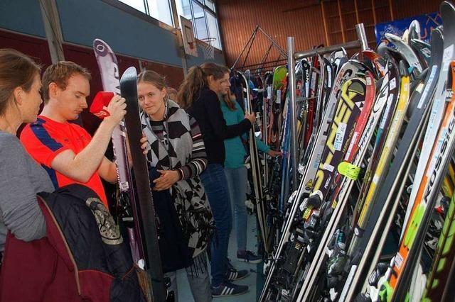 Beim Basar der Skizunft Rheinfelden machen sich viele fit für die Piste