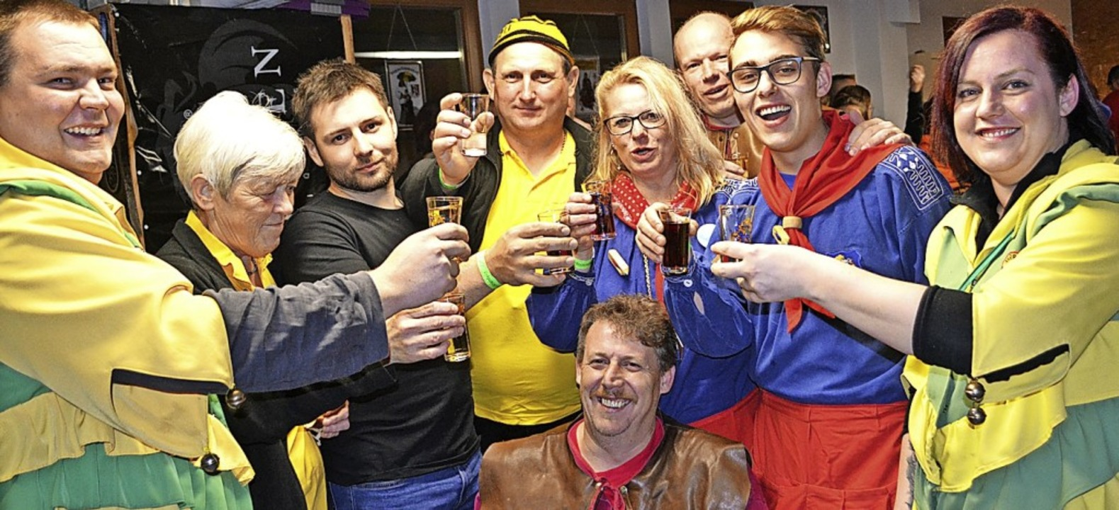 Ein Hoch auf die fünfte Jahreszeit: Pa...befreundeter Zünfte beim Zunftmeister     Foto: Paul Berger