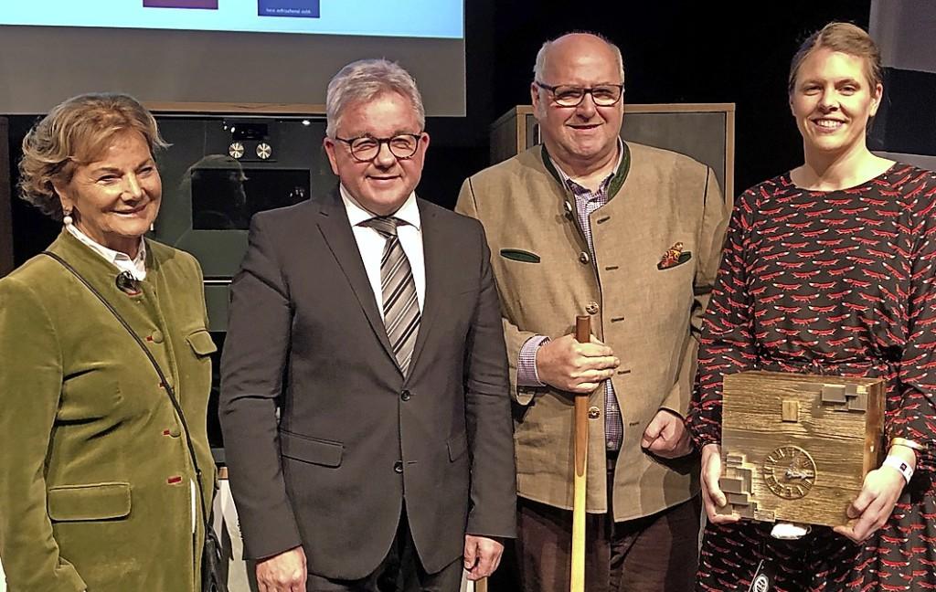 Lange Schlangen von Elf bis Elf - Freiburg - Badische Zeitung