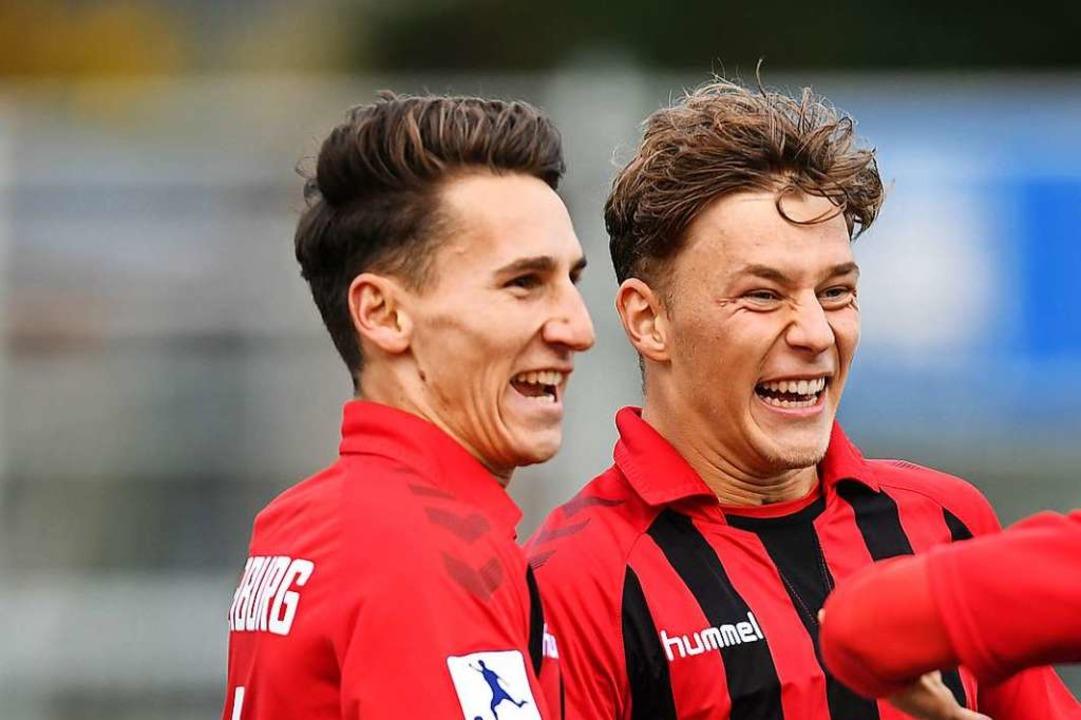 Groß war der Jubel der Freiburger, nac...Keitel (ganz rechts) das 2:0 erzielte.  | Foto: Patrick Seeger