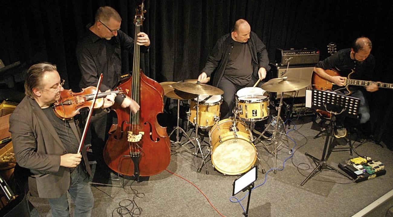 Adam Taubitz, Dominik Schürmann, Uli N...ian Dietkron (von links) im Jazztone.   | Foto: Thomas Loisl Mink