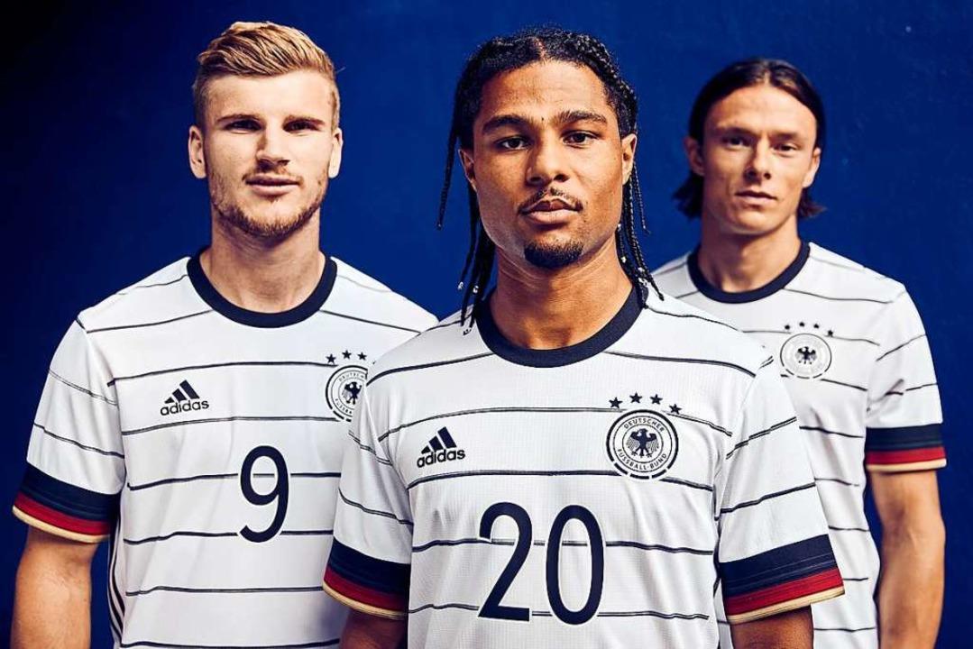 Timo Werner (v.l.), Serge Gnabry und N... deutschen Fußball-Nationalmannschaft.  | Foto: - (dpa)