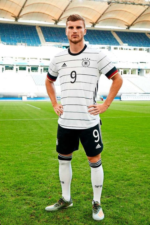 Timo Werner im neuen Trikot der deutschen Fußball-Nationalmannschaft  | Foto: - (dpa)