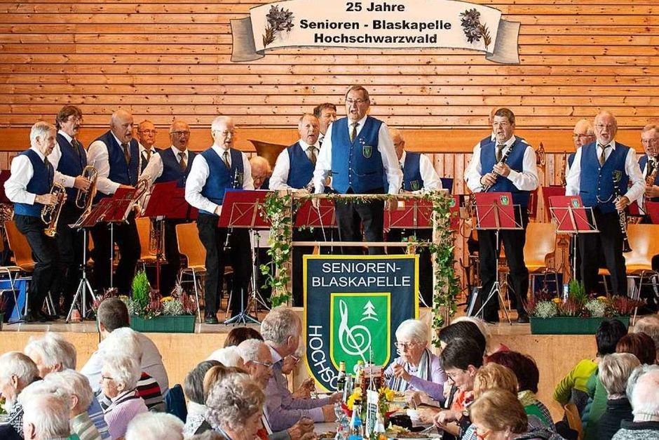 25 Jahre Seniorenblaskapelle Hochschwarzwald.  Ein grosses Fest in der Hochfirsthalle in Lenzkirch-Kappel mit viel Musik und Tanz.  Die Halle war vollbesetzt. (Foto: Wolfgang Scheu)
