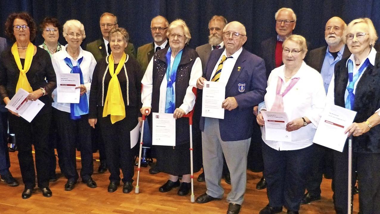 Ehrungsfeier Chorgruppe Emmendingen: 1...wurden für 50, 60 und 65 Jahre geehrt.  | Foto: Aribert Rüssel