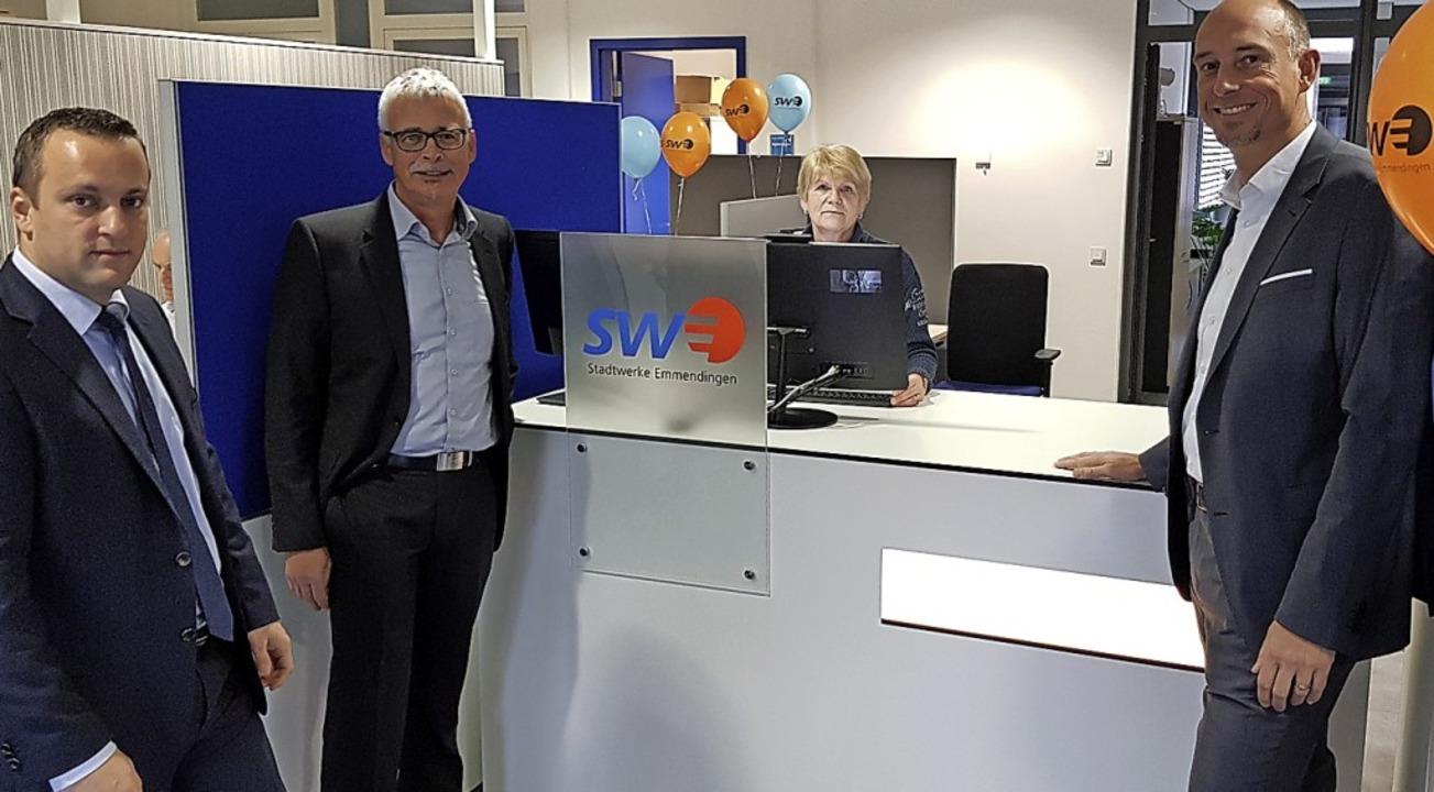 Das neu gestaltete Kundencenter der St...ische Leiter Björn Michel (von links).  | Foto: Gerhard Walser
