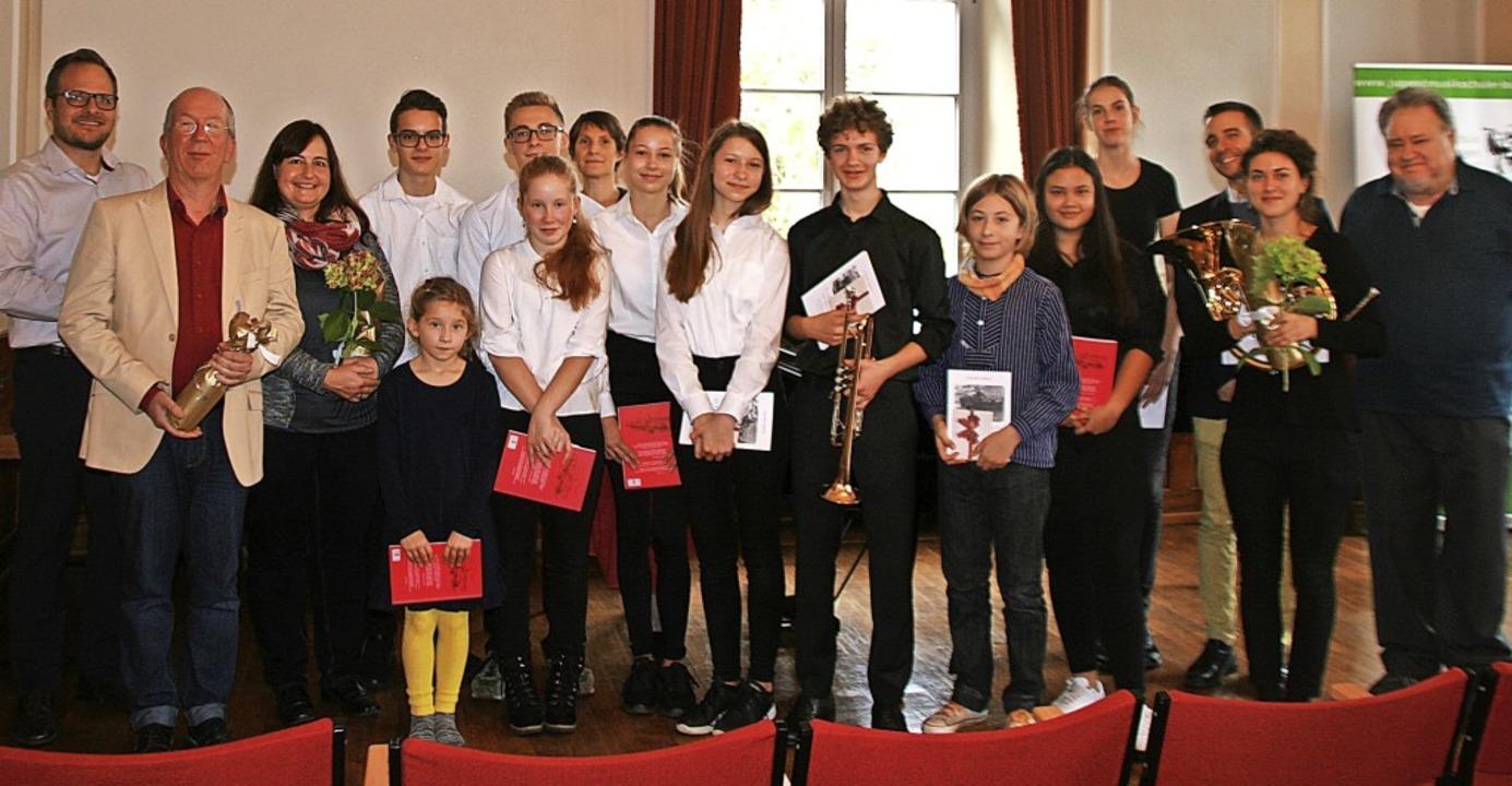 Bernhard Griesser (rechts),  Vorsitzen...en der Jugendmusikschule Bad Säckingen    Foto: Aloisia Zell