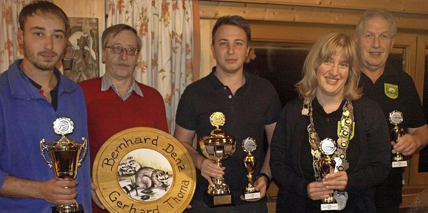 Christoph Bockstaller mit dem    Luftg...r-Böhler Zweiter Ritter  (von links).   | Foto: Karin Stöckl-Steinebrunner