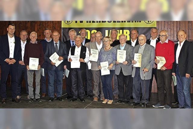 Ein Verein ehrt seine langjährigen Mitglieder