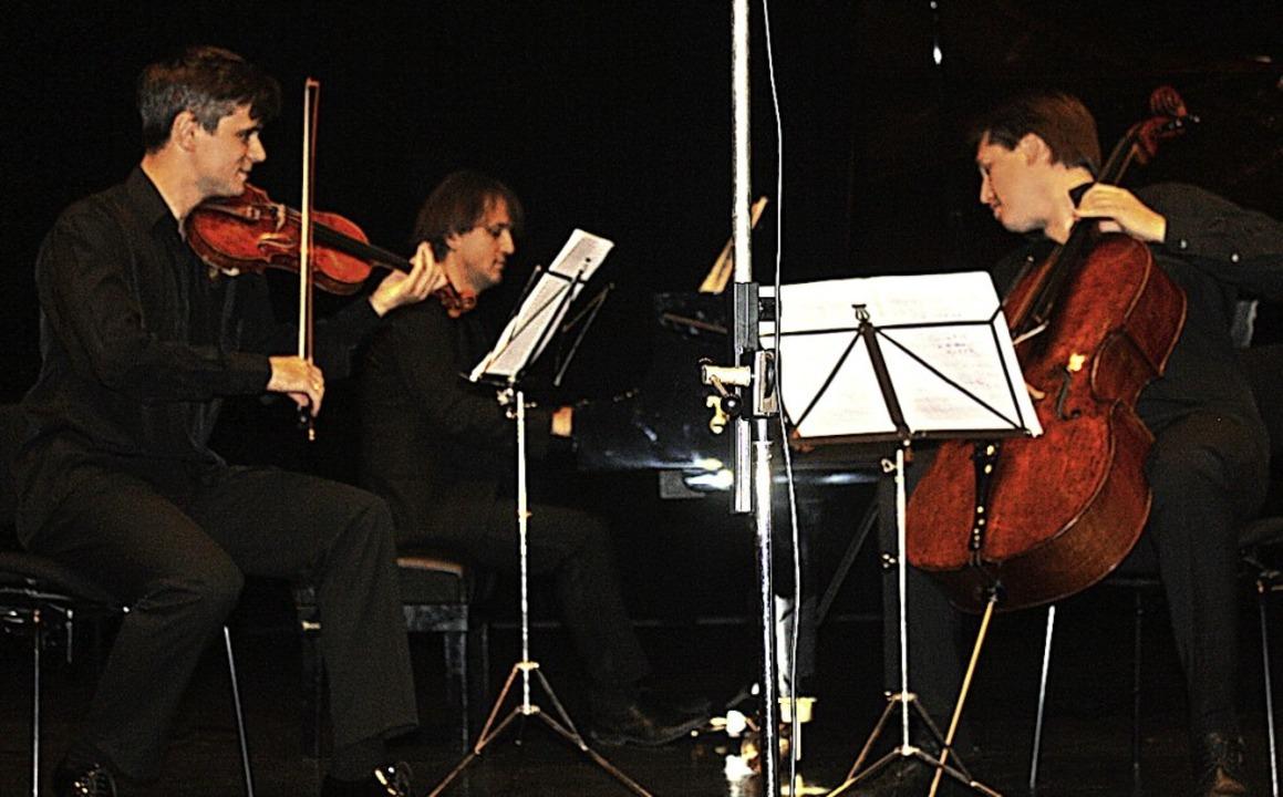 Das Trio im Kultur- und Bürgerhaus: Al...loncello) und Timur Gasratov (Klavier)  | Foto: Hildegard Karig