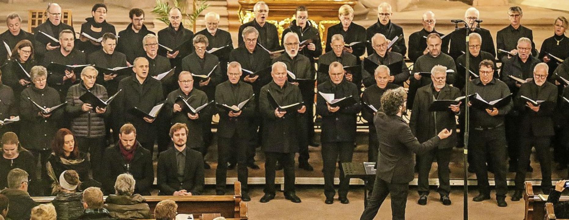 Die Sängerinnen und Sänger gaben in der gut besuchten Kirche ihr Bestes.   | Foto: Sandra Decoux-Kone