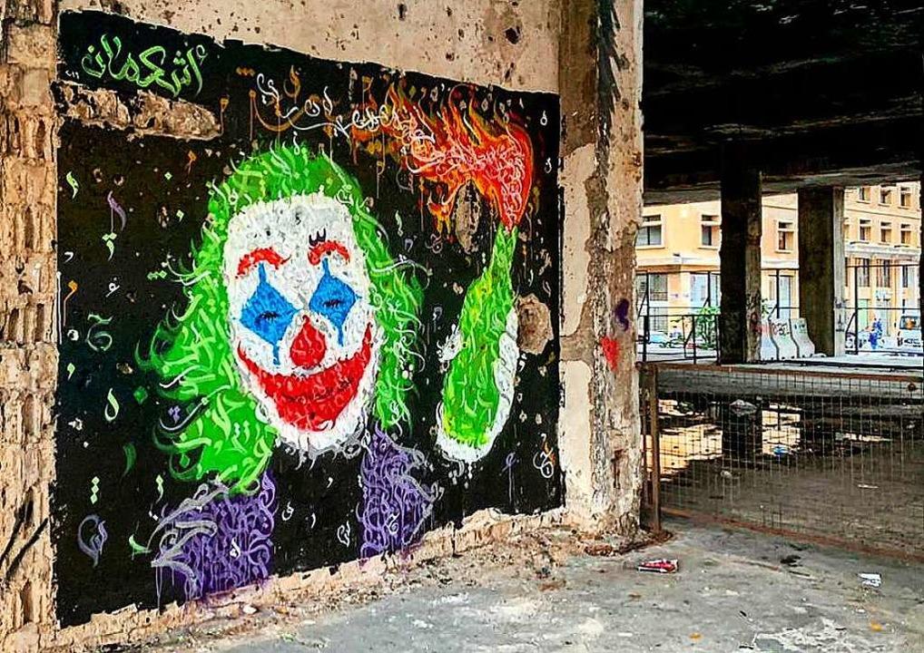 "Das Gesicht des ""Jokers"" m...rut is the new Gotham"" zu sehen.    Foto: @Ashekman (dpa)"