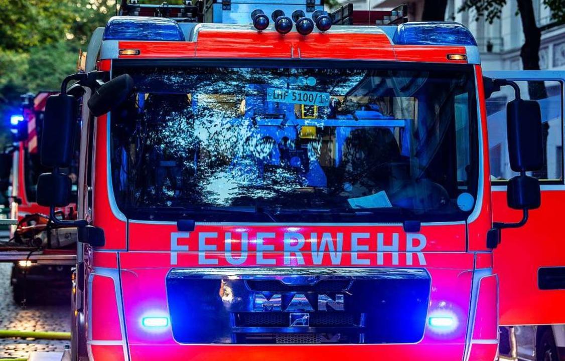 Die Feuerwehr konnte keine Gefahr feststellen.  | Foto: Paul Zinken (dpa)