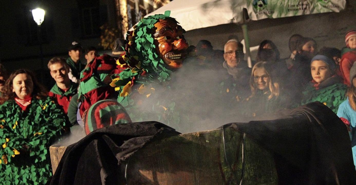 Um 19.11 Uhr stiegen am Montag die Ringsheimer Rämässer aus der Bütt empor.   | Foto: Adelbert Mutz
