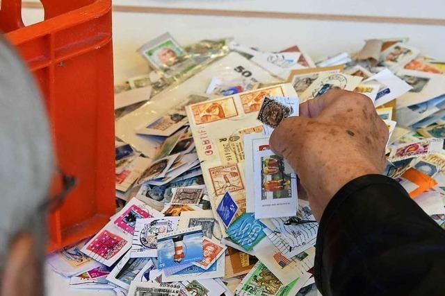 Zu Besuch beim Briefmarken-Großtauschtag in Emmendingen