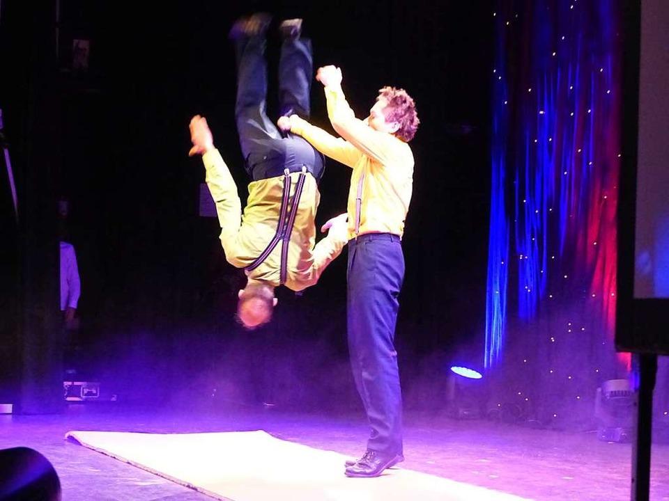 Das akrobatische Duo Extra-Art sorgte für den Spaß.    Foto: Claudia Bachmann-Goronzy
