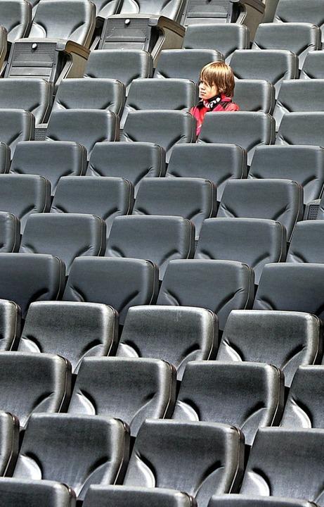 Auch bei Fußball-Länderspielen gibt es wieder häufiger leere Plätze.  | Foto: Frank Rumpenhorst