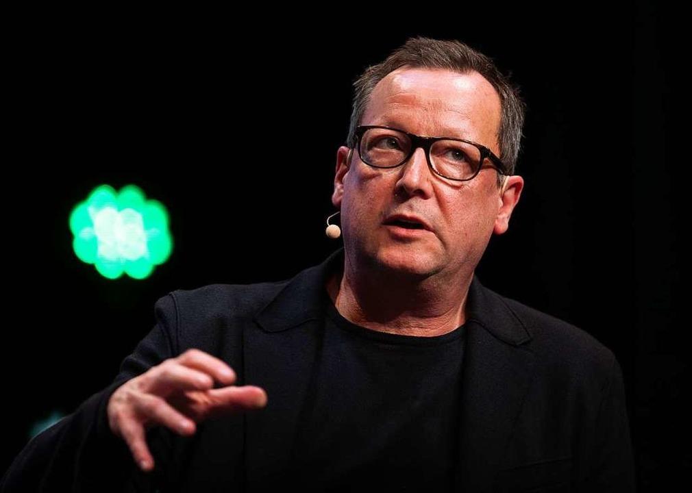 Matthias Brand spricht beim Bühnengespräch der DFB-Kulturstiftung  | Foto: Patrick Seeger (dpa)