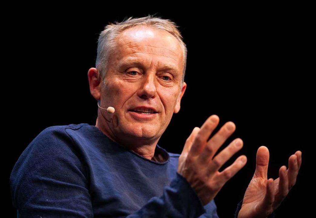 Christian Streich spricht beim Bühnengespräch der DFB-Kulturstiftung  | Foto: Patrick Seeger (dpa)