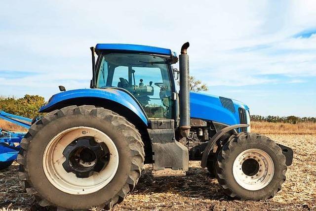 Unbekannnte stehlen Traktor von Feld in March-Neuershausen