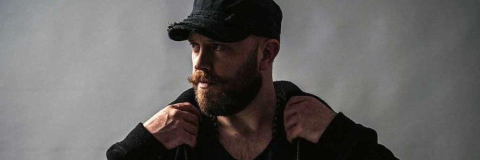 Der irische Musiker Ryan Sheridan spielt mit seiner Band im Waldsee