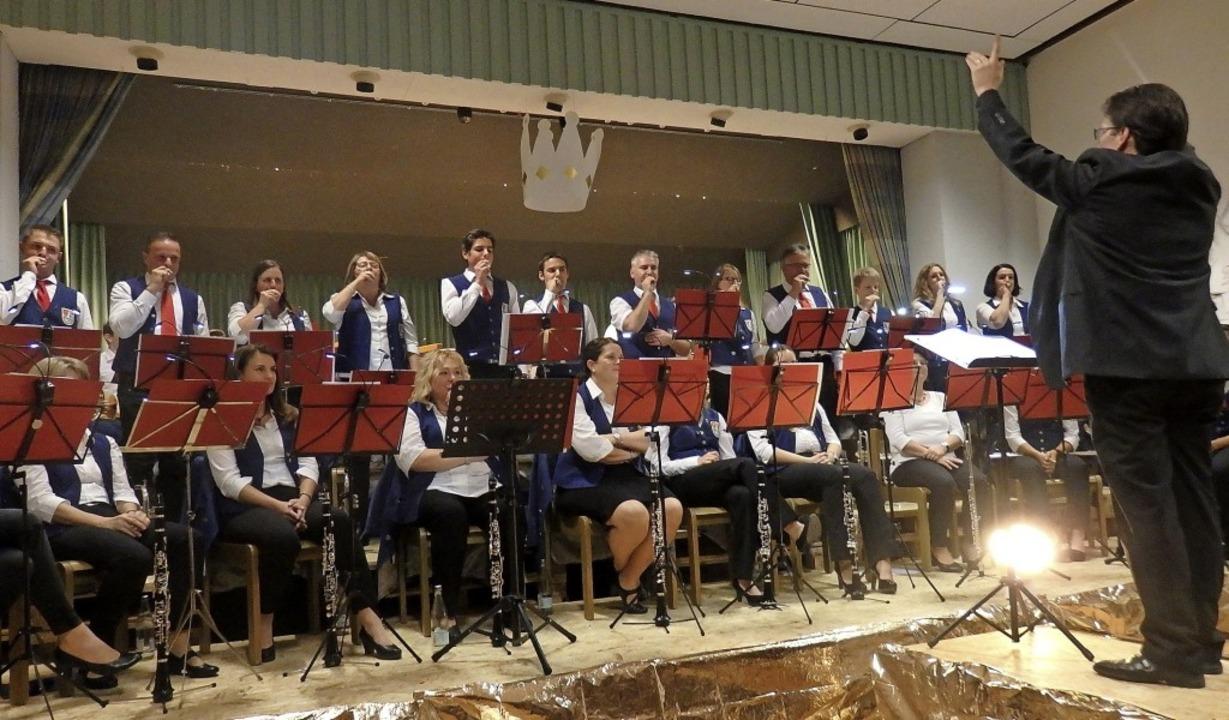 Die Hügelheimer Musiker bei einer Mundstück-Demonstration.    Foto: Bianca Flier