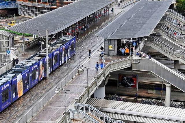 Unbekannter überfallt 18-Jährigen auf der Stadtbahnbrücke