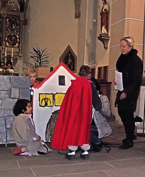 Mit Eifer waren die Kinder beim St. Ma...n der Ewattinger Kirche bei der Sache.  | Foto: Gertrud Rittner