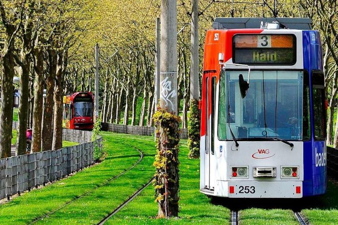 Das Opfer konnte sich in eine Tram der Linie 5 retten (Archivbild).  | Foto: Thomas Kunz