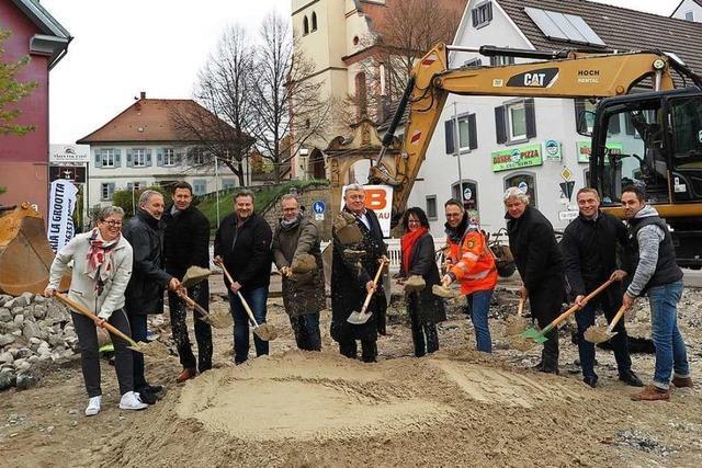 Der neue Kreisel in der Ortsmitte von Schliengen soll den Verkehr entspannen