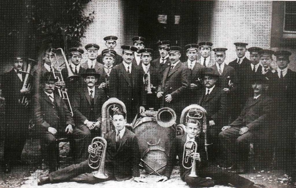 Die Feuerwehrmusik Hasel in ihrer schmucken Uniform im Jahre 1923.  | Foto: Ernst Brugger
