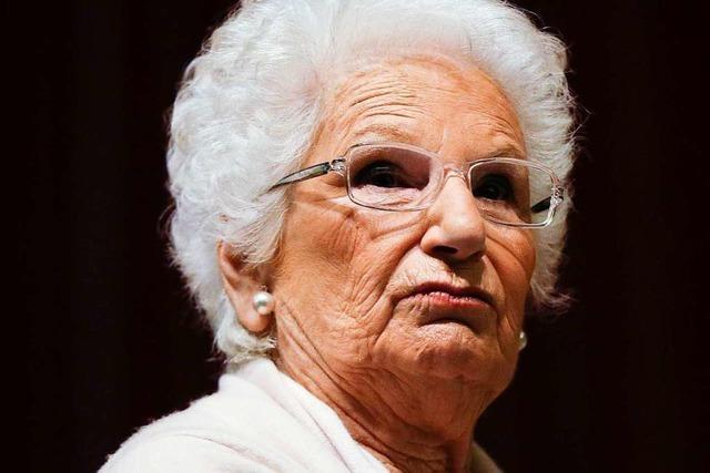 200 Hassnachrichten pro Tag - weil sie über den Holocaust spricht
