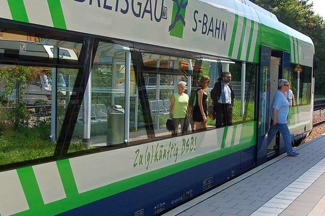 Verwirrter Fahrgast greift Kontrolleurin in der Breisgau-S-Bahn an