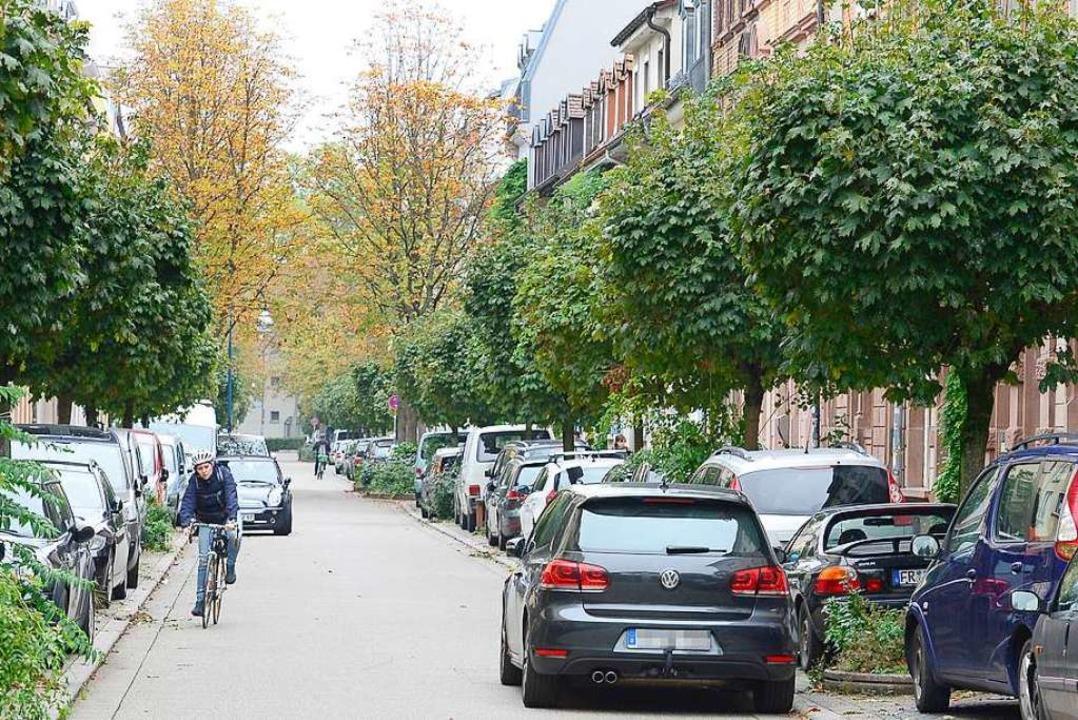 An der Klarastraße im Stadtteil Stühlinger darf gegen Gebühr geparkt werden.  | Foto: Ingo Schneider