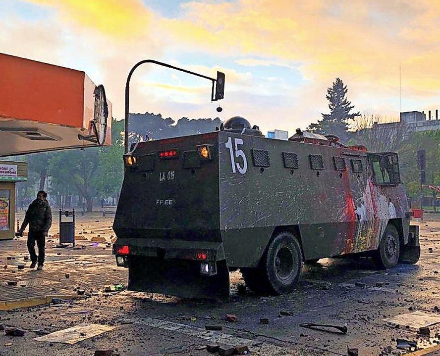Mit Wasserwerfern versucht die Regierung Demonstrationen aufzulösen.  | Foto: Elisabeth Platzer