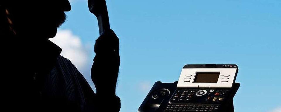 Mann gibt sich am Telefon als Polizist aus und erbeutet Geld von Denzlinger Seniorin