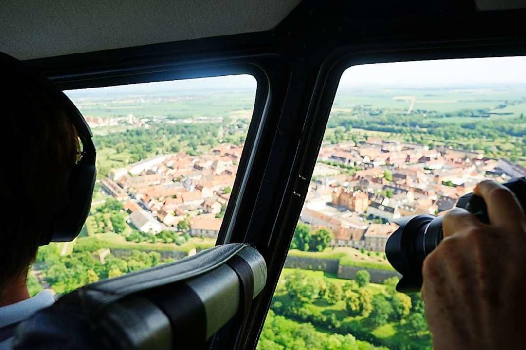Aus einem Hubschrauber wurde das Anwes...Angeklagten fotografiert (Symbolbild).  | Foto: Julius Wilhelm Steckmeister