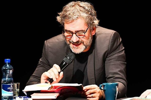Dank einer Besucherin kann Deniz Yücel in Basel aus seinem Buch lesen