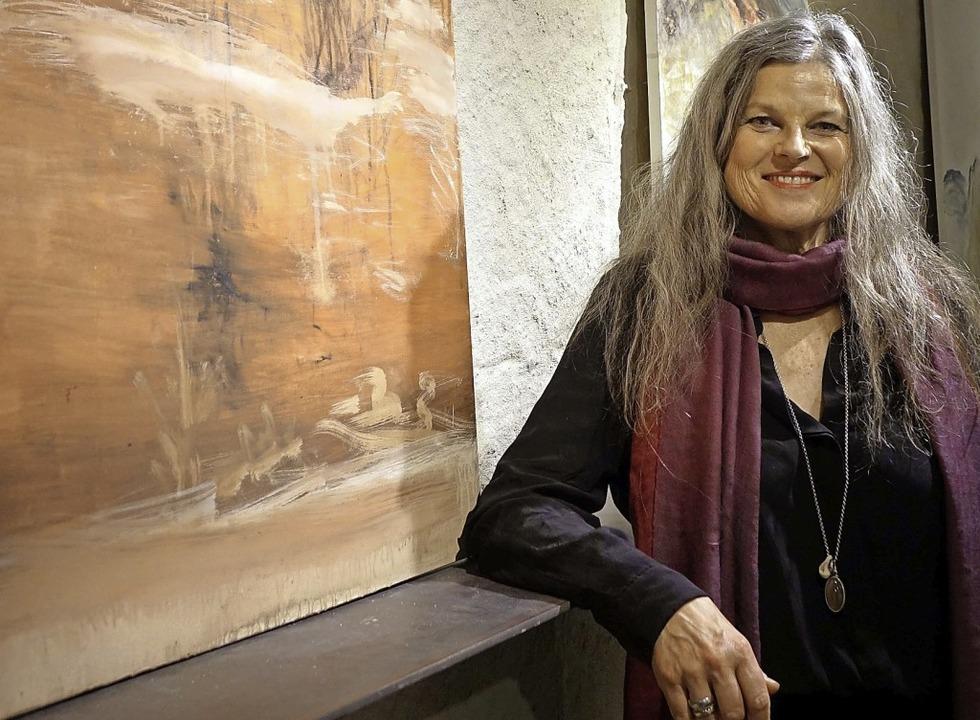 Bäume, Meer, Wellen und Nebel sind die großen Themen der Malerin Bettina Bohn.     Foto: Roswitha Frey