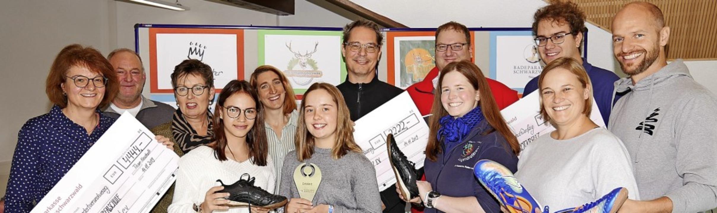 Schüler und Lehrer  der Realschule bei...piz und des Fördervereins Realschule.   | Foto: Eva Korinth
