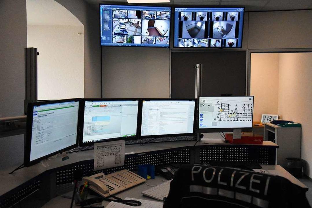 In der Wache können nun die Arrestzellen auch videoüberwacht werden.  | Foto: Kathrin Ganter