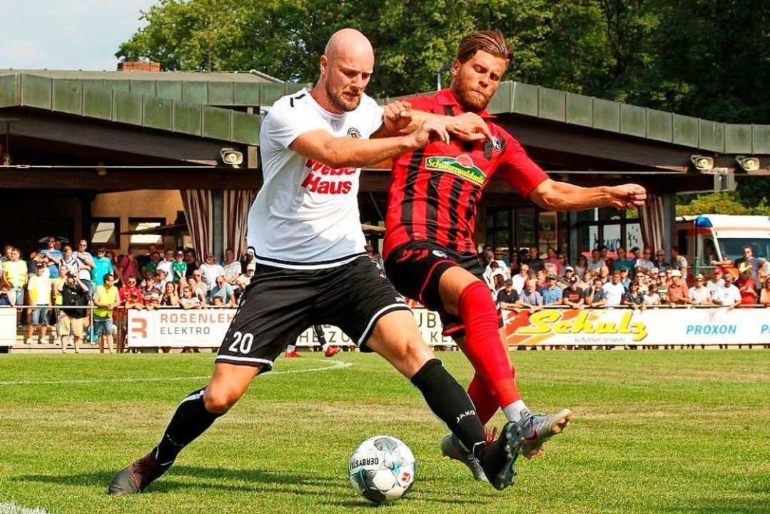 In der Vorbereitung trafen Alexander M...s auf Lucas Höler und den SC Freiburg.  | Foto: Frank Seiter