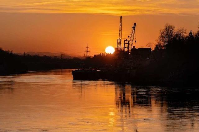Ein schöner Sonnenuntergang am Rhein in Rheinfelden