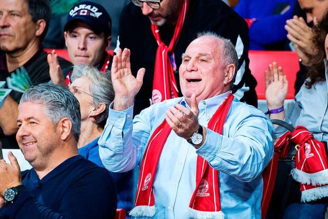 """Hoeneß sagte, dank seiner Würstchen-Fa...n der Garderobe abgeben müssen"""".    Foto: Matthias Balk"""